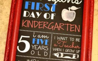 {FREE PRINTABLE} First Day of School Photo Prop