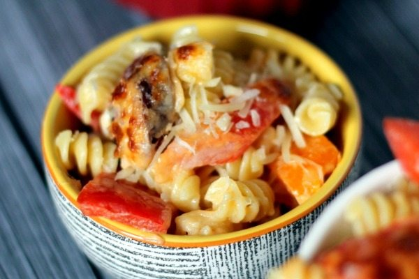 Easy-Week-Night-Dinner-Sausage-and-Pepper-Mac-and-Cheese-via-Juggling-Act-Mama-