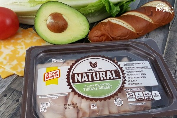 Make a healthy choice for lunch with a Turkey Avocado Sandwich is a healthy choice for lunch. #sponsored #OscarMayerNatural